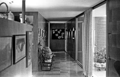 Hallway of Shulman's home. Photo by David Laslie.
