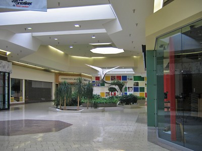 jamestown-mall-07