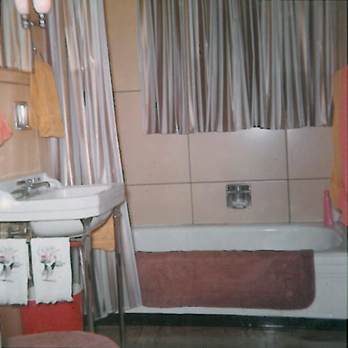 1962 photo of a Brentwood, MO Lustron bathroom