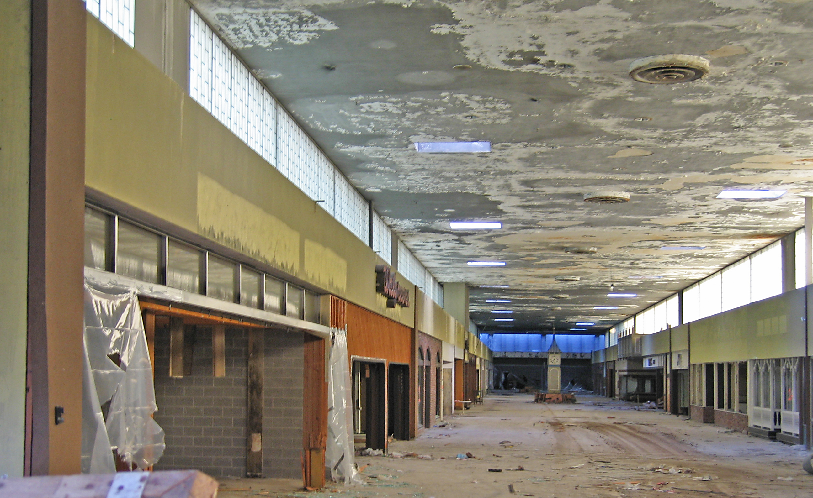 2006 interior of river roads mall